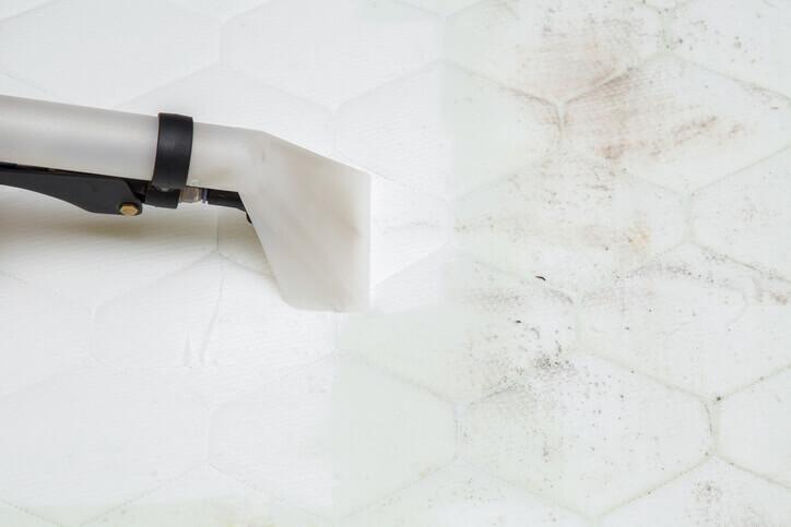 como limpiar el colchon de manchas