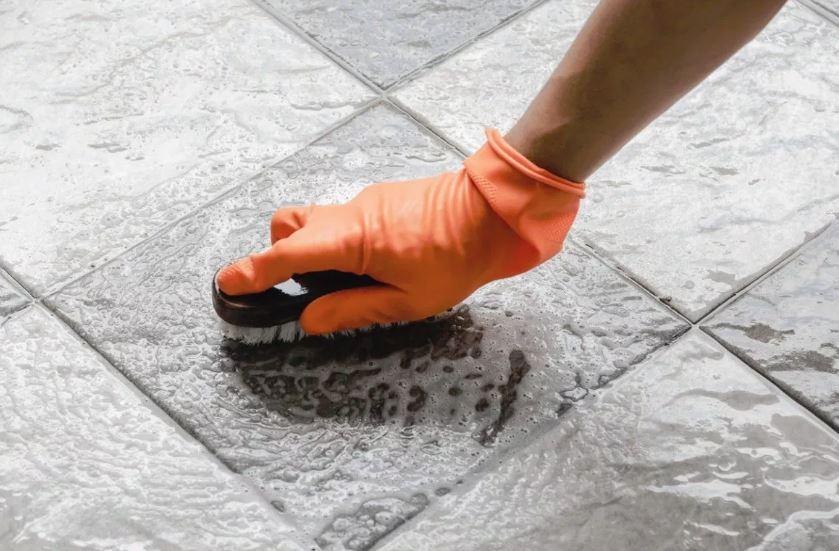 como limpiar las juntas de las baldosas del suelo
