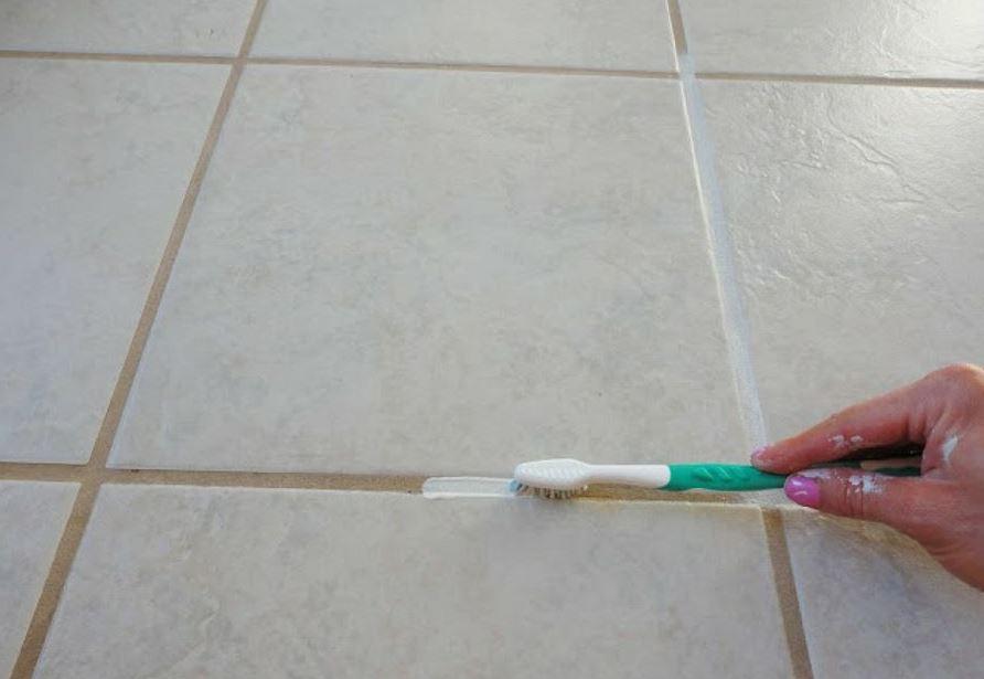 como limpiar las juntas del suelo con pasta dientes