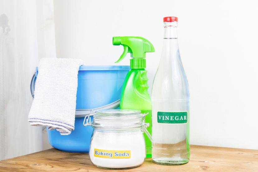 como limpiar los azulejos del baño con bicarbonato y vinagre