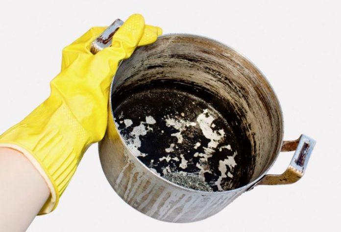 como limpiar una olla quemada