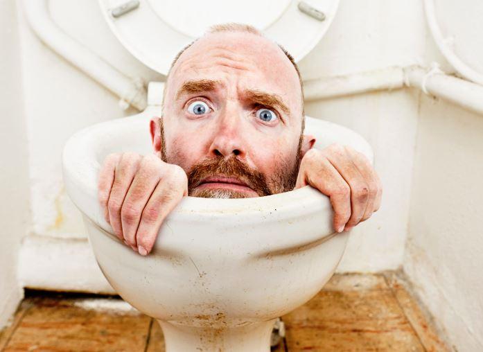 como quitar el sarro del piso del baño