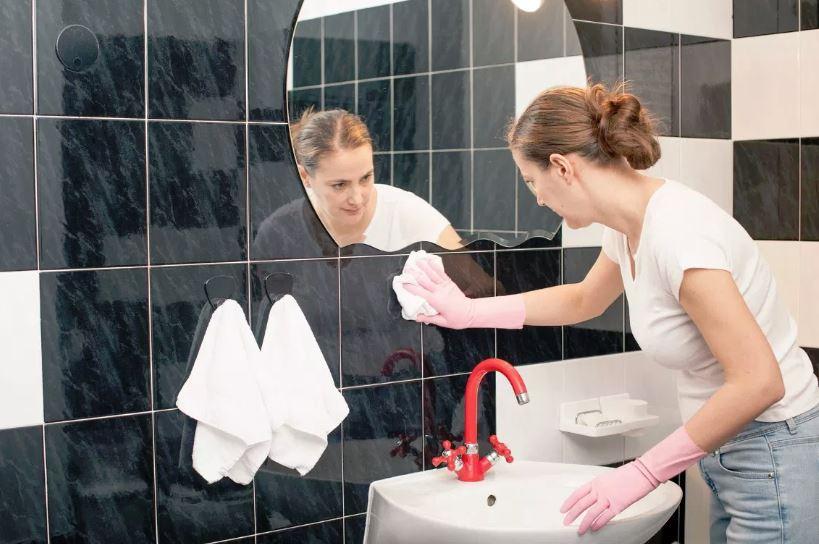 como se limpia el azulejo del baño