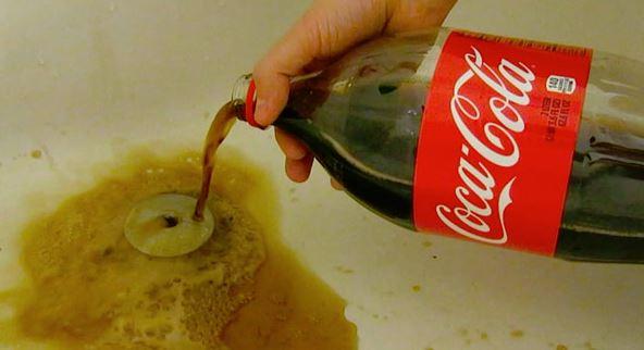 desatascar tuberia fregadero con coca cola