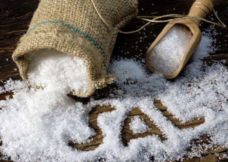eliminar manchas desodorante con sal