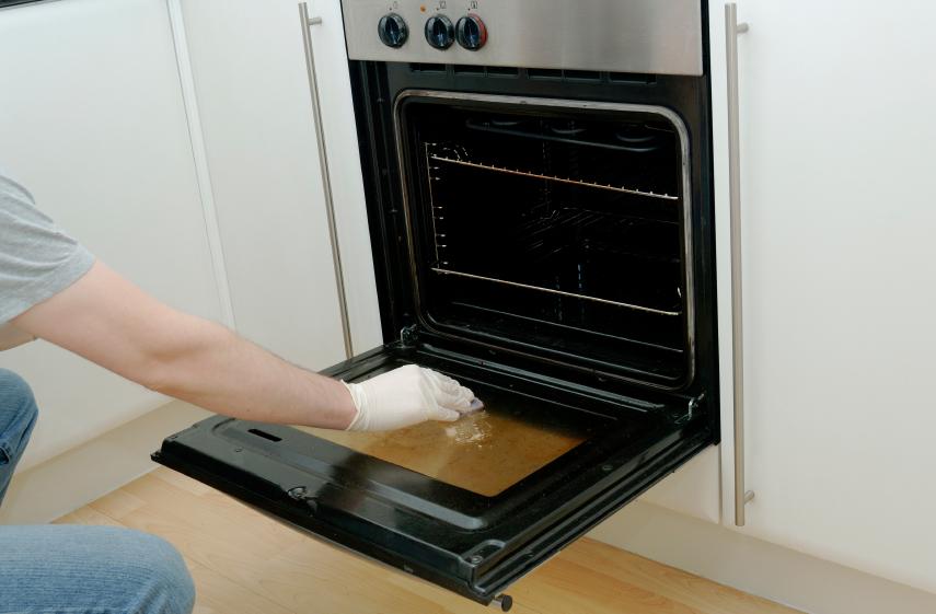 limpiar la puerta del horno