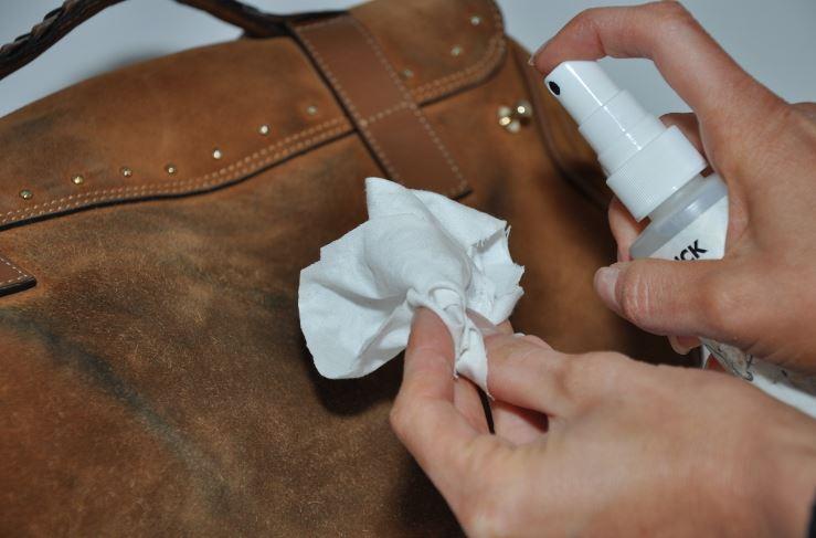 limpiar manchas en ante bolsos