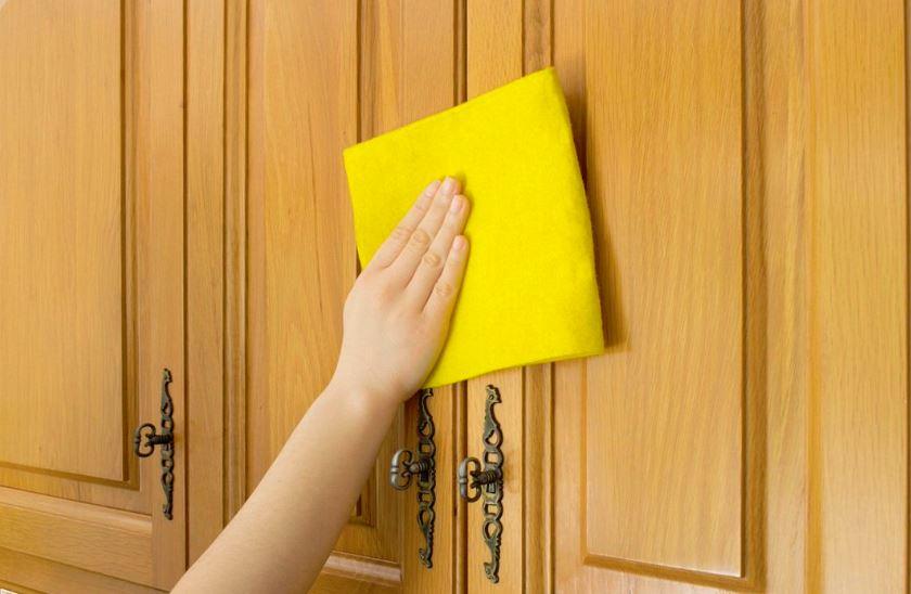 limpiar puertas madera