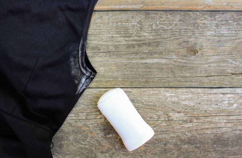 qué puedo usar para quitar manchas de desodorante