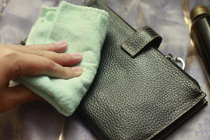 cómo limpiar una cartera de piel