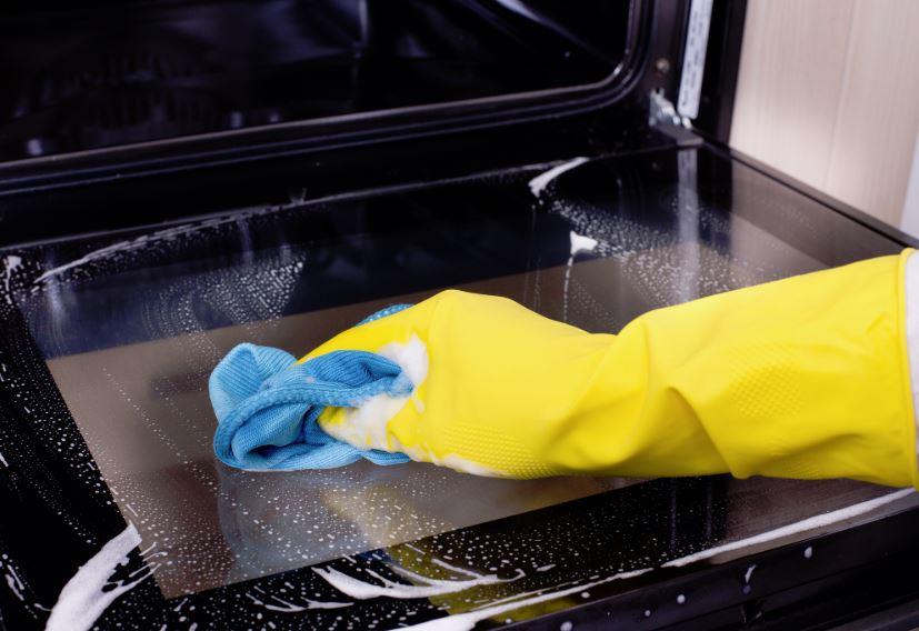 como limpiar el cristal del horno por dentro