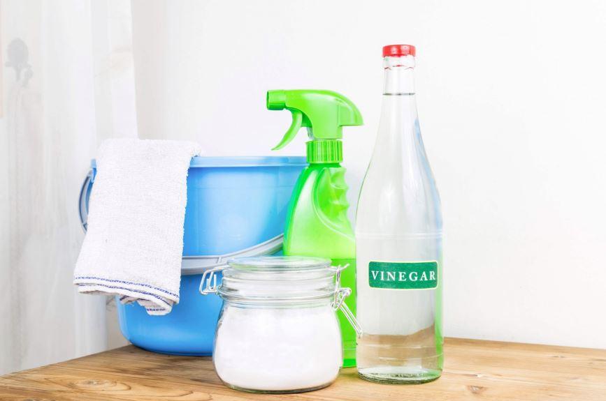 como limpiar manchas amarillas del inodoro vinagre bicarbonato