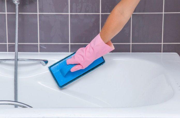 como limpiar una bañera amarillenta