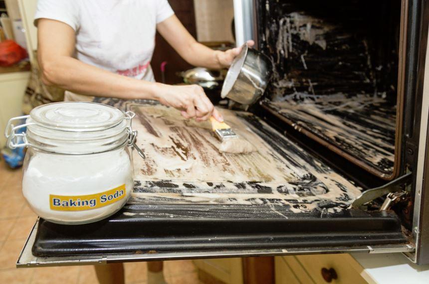 limpiar cristal horno con bicarbonato