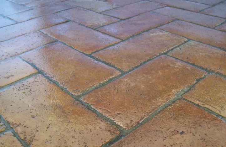 limpieza de suelos de barro cocido