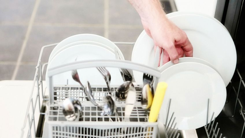 como colocar los platos en el lavavajillas