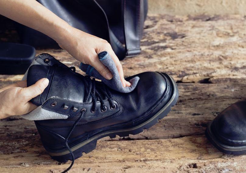 como quitar manchas en zapatos de piel