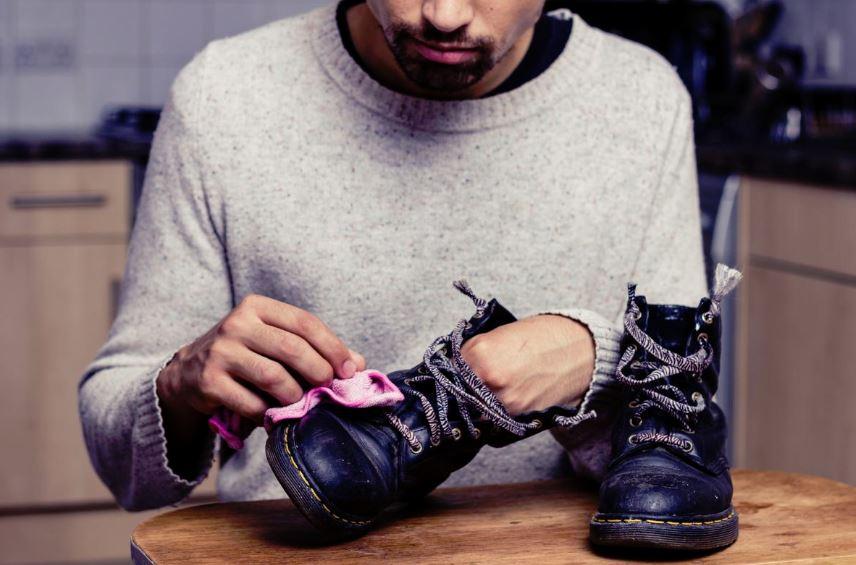 como se limpia el calzado de cuero