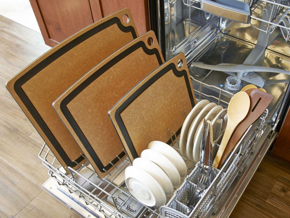 lavar tabla de cortar en lavavajillas