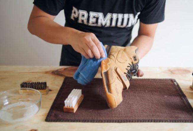 limpiar zapatos de nobuk claros