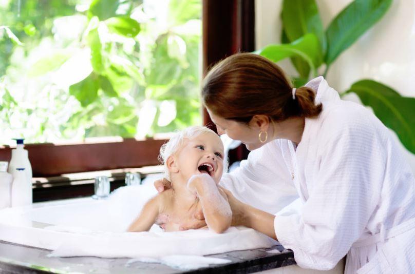 como lavar la bañera del bebe
