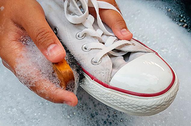como limpiar suela de goma de zapatillas
