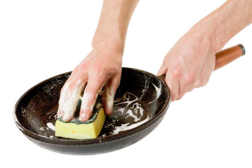 como limpiar una sarten antiadherente quemada