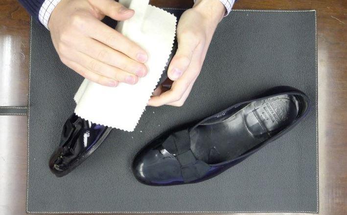 como reparar unos zapatos de charol pelados