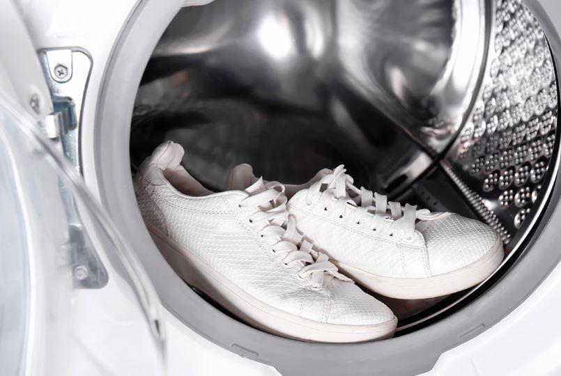 lavar zapatillas blancas en lavadora