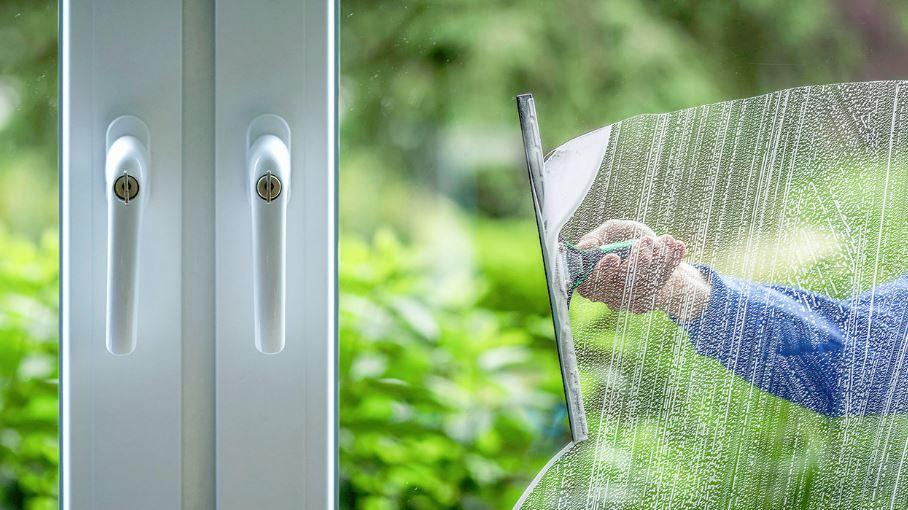 limpiar cristales ventanas por fuera