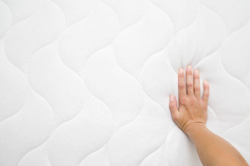 se puede limpiar un colchón de espuma