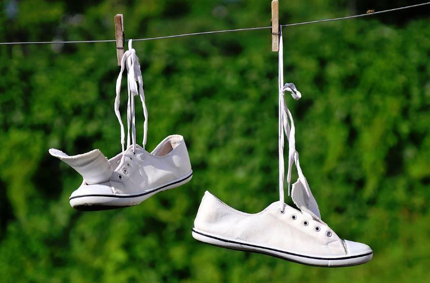 trucos para lavar zapatillas blancas de tela