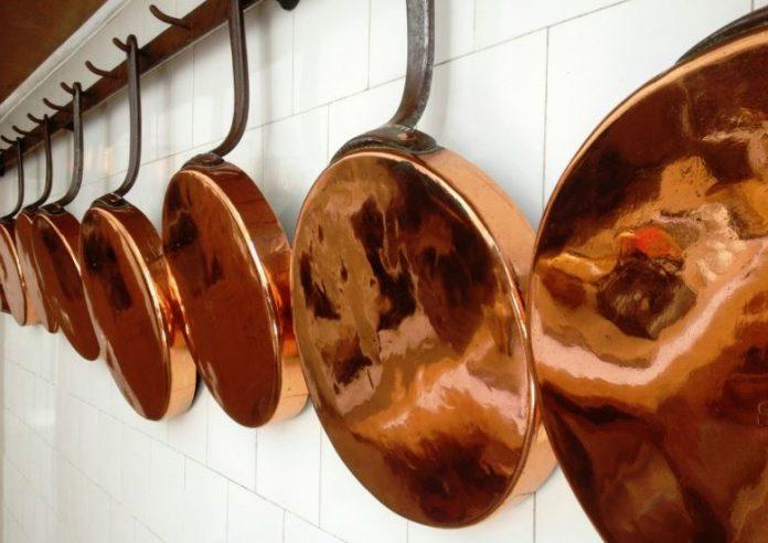 como limpiar ollas de cobre