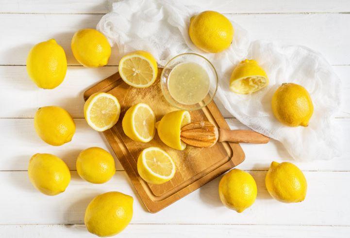 zumo de limon y vinagre para quitar manchas
