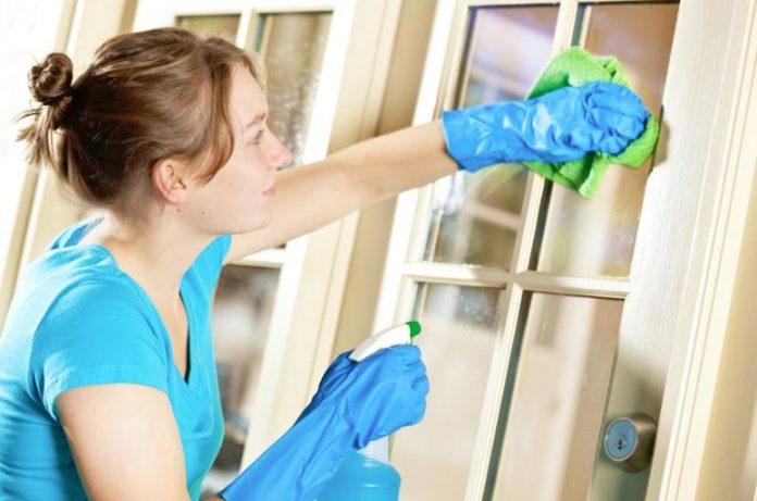 como limpiar puertas lacadas amarillentas