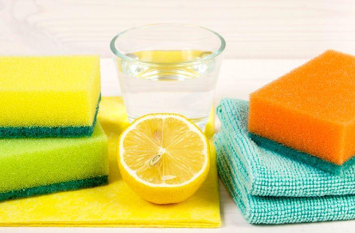 limpia piedra con agua y limones