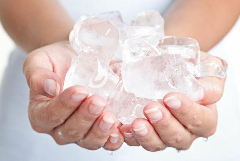 hielo para quitar manchas silicona