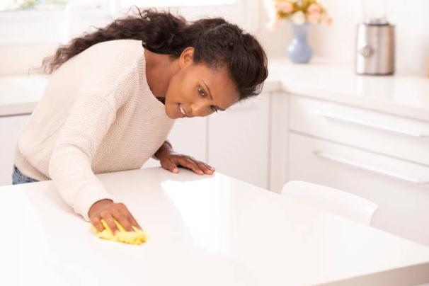 como limpiar el marmol blanco de la cocina