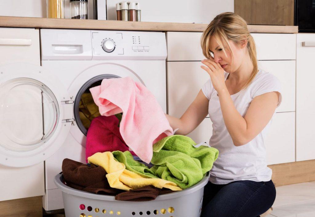como quitar el mal olor de la ropa
