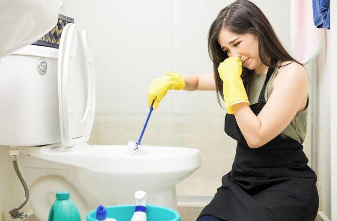 como quitar el mal olor del inodoro