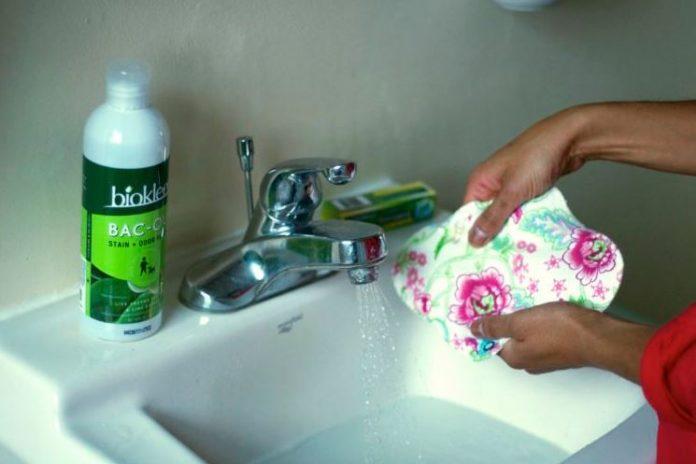 lavar compresas de tela reutilizables