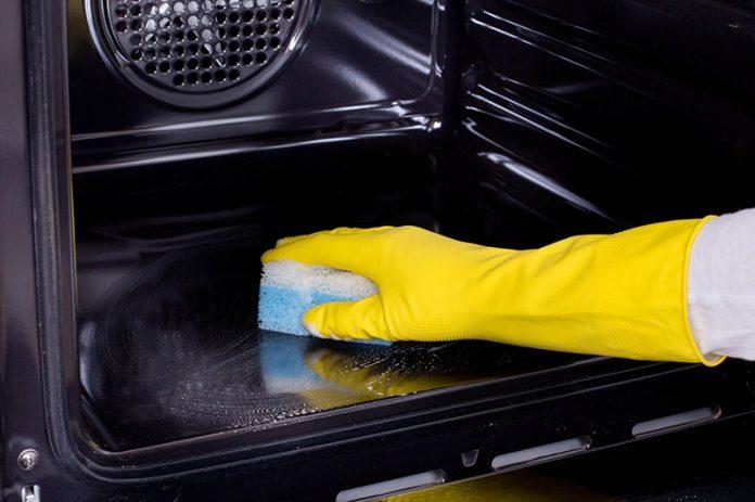 limpiar el horno por dentro