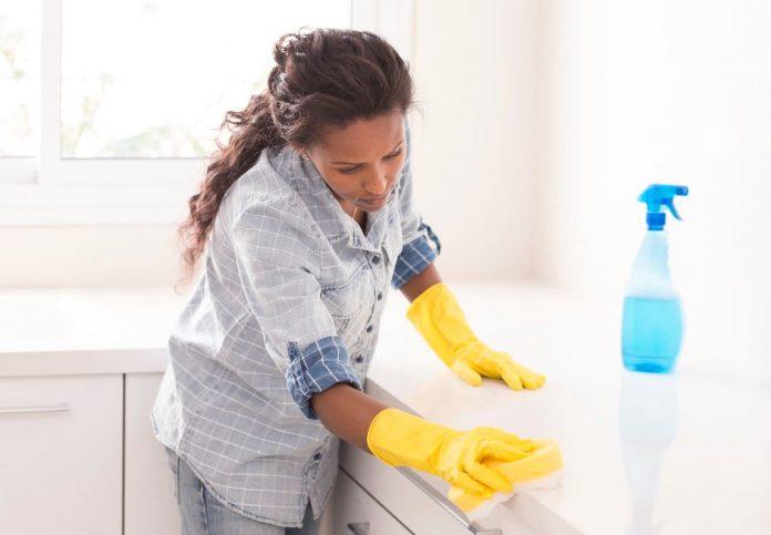 limpiar marmol blanco muy sucio