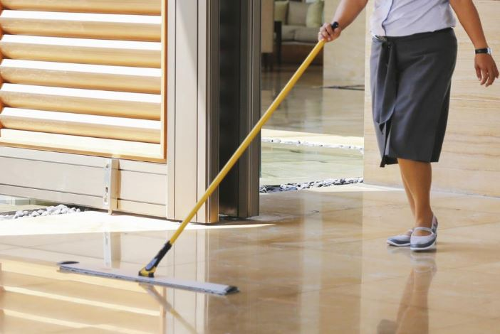 limpiar marmol con mopa