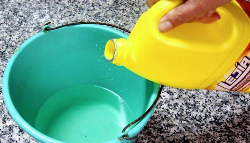 agua y lejia para manchas de humedad