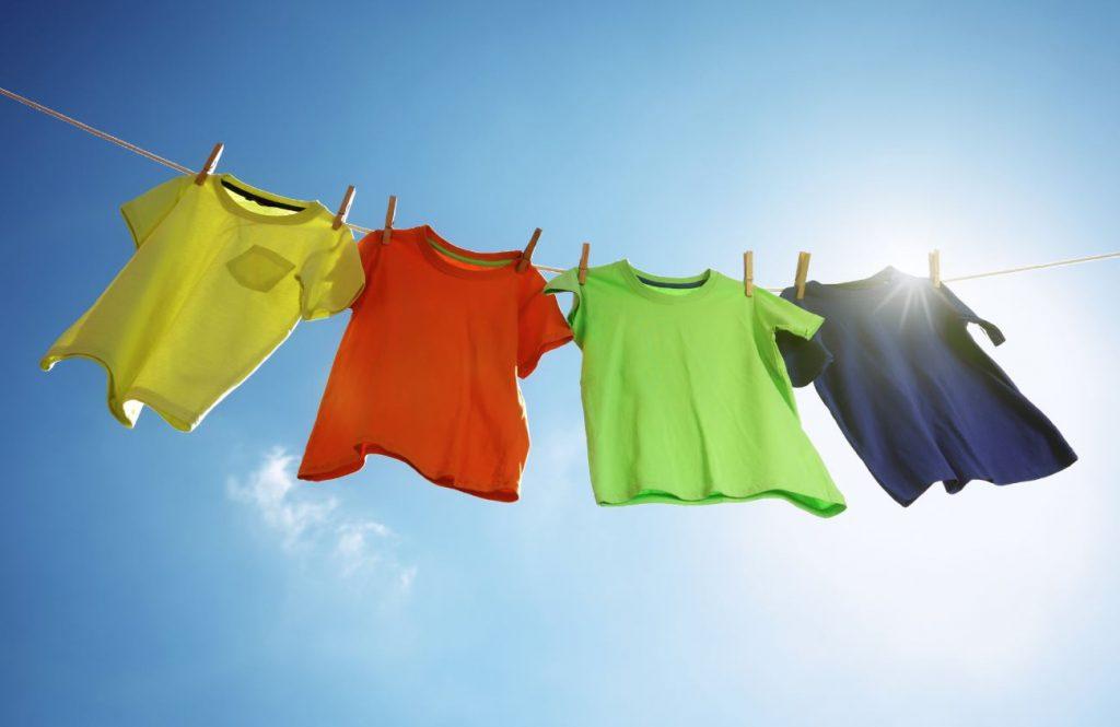 beneficios de secar la ropa al sol