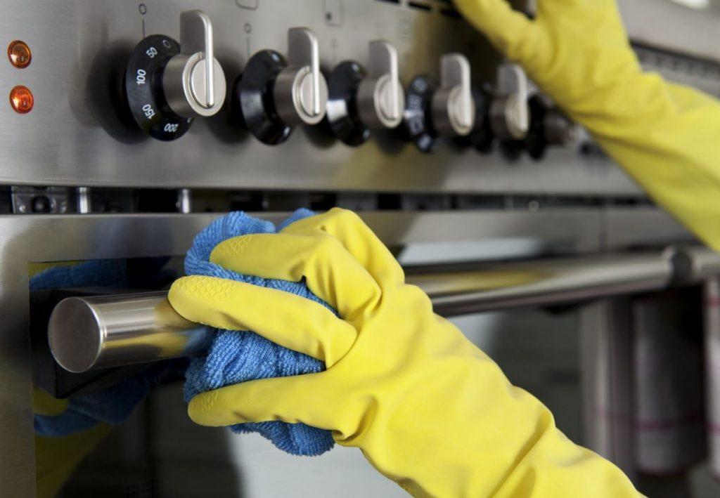 cada cuanto se limpia el horno pirolitico