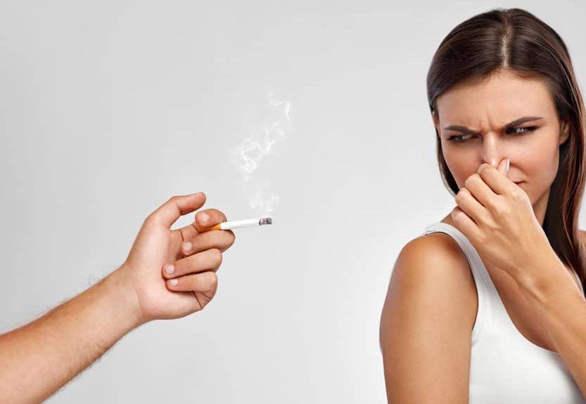 como evitar el olor a tabaco en la ropa
