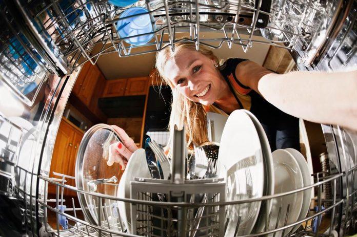 como limpiar el lavavajillas por dentro