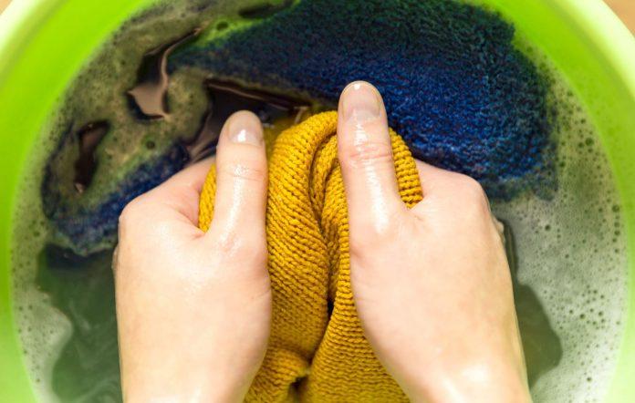 como limpiar la grasa de la ropa